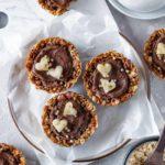 Knusprige Frühstücks-Schälchen mit Granola und Schokolade, Healthy Dreams