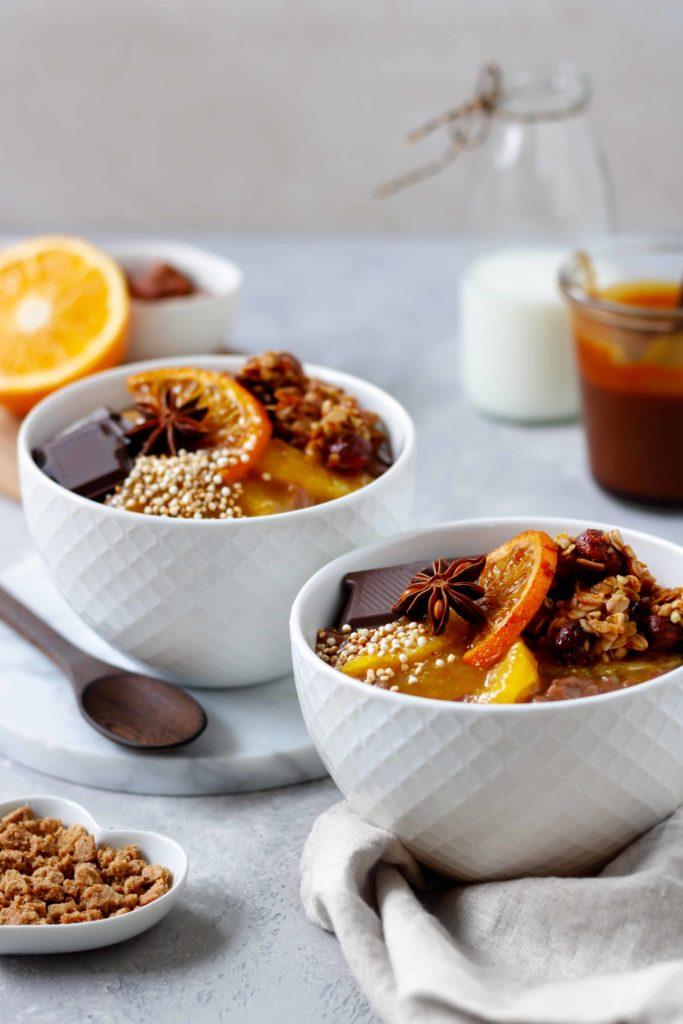 Fruchtiger Milchreis mit Orangensauce, Granola, karamellisierten Orangen und Schokolade