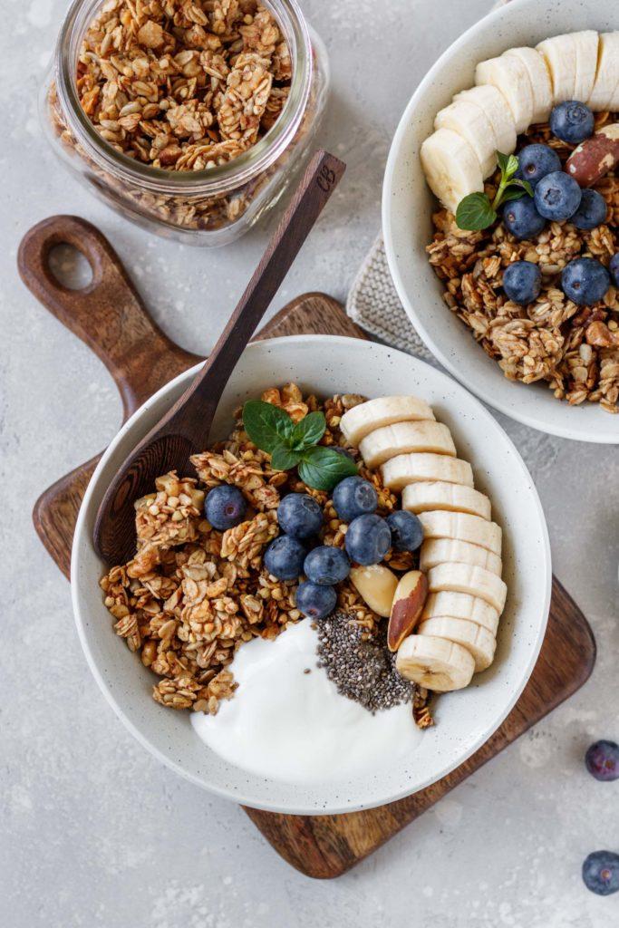 Granola-Rezept mit Bananenbrot Geschmack, Frühstück, Snack, Topping, Vickys Healthy Dreams