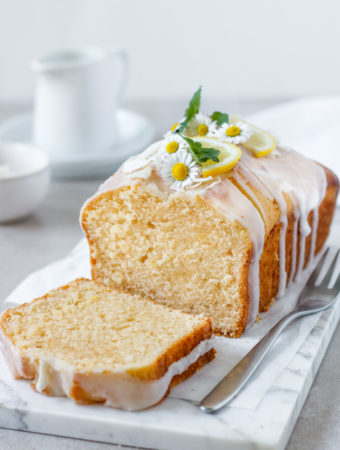 Der saftigste Zitronenkuchen mit Zuckerguss, einfaches Rezept, Vickys Healthy Dreams