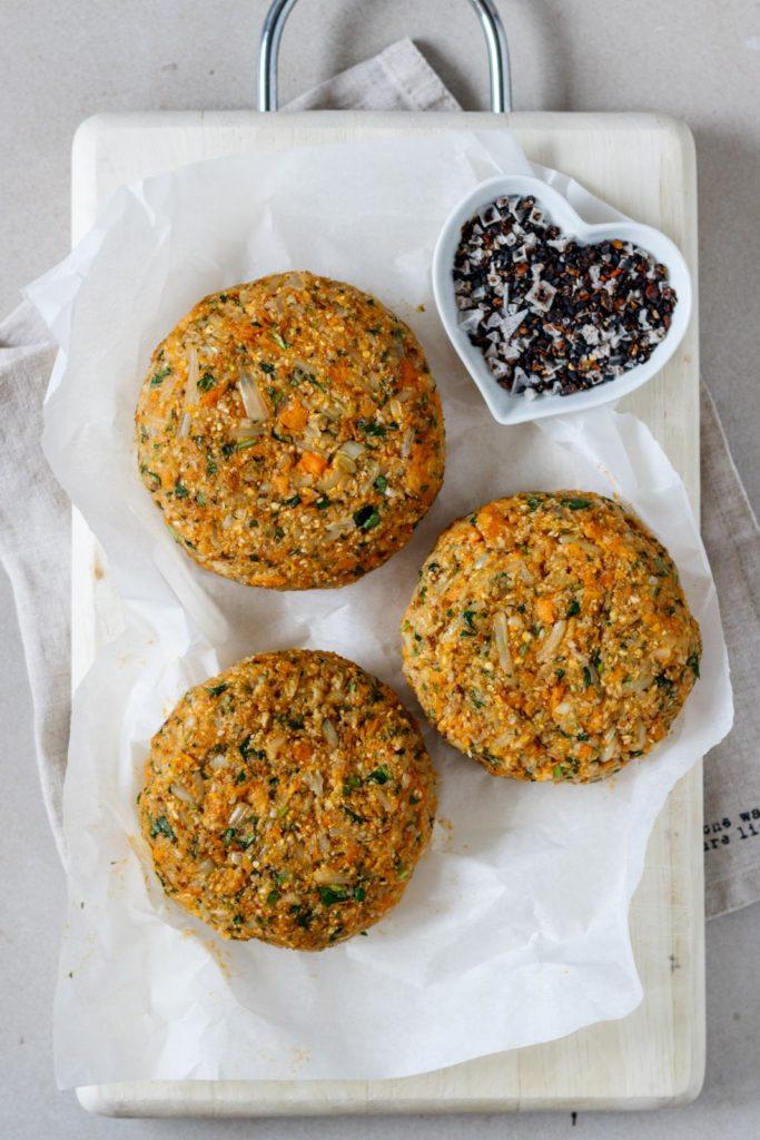 Geformte Burger-Patties für den Veggie Burger mit Süßkartoffel und Karfiol, Vickys Healthy Dreams
