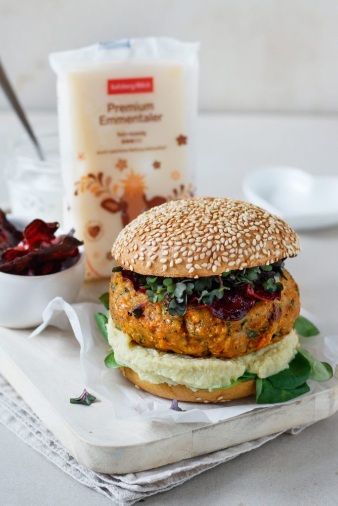 Ultimatives Veggie-Burger Rezept mit Emmentalere und Rote-Beete-Chips als Beilage, Vickys Healthy Dreams