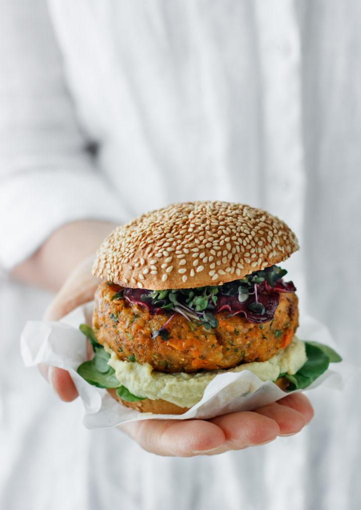 Gschackiges Veggie-Burger Rezept mit Süßkartoffel-Patties und gesunden Zutaten, Vickys Healthy Dreams