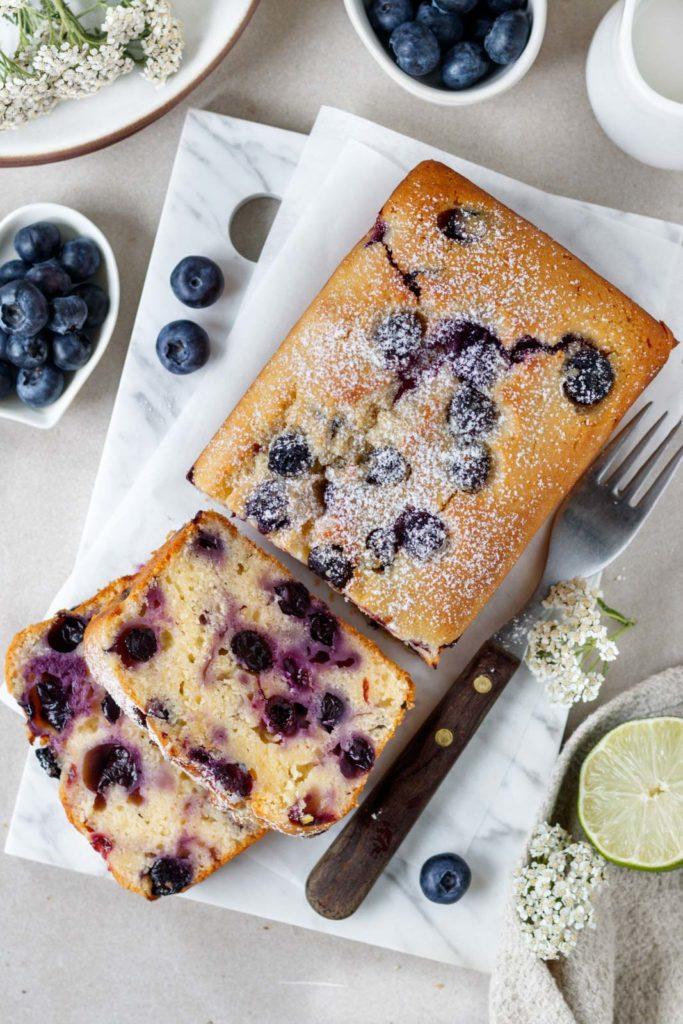 Einfacher Heidelbeerkuchen mit Joghurt, Beerenkuchen, Blaubeerkuchen, Rezept, Dessert Rezept, Vickys Healthy Dreams