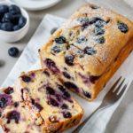 Schneller Heidelbeerkuchen mit Joghurt, Kuchen in der Kastenform, einfaches Rezept, schnelles Rezept, schnelles Dessert, Obstkuchen, Blaubeerkuchen, Blaubeeren, Vickys Healthy Dreams