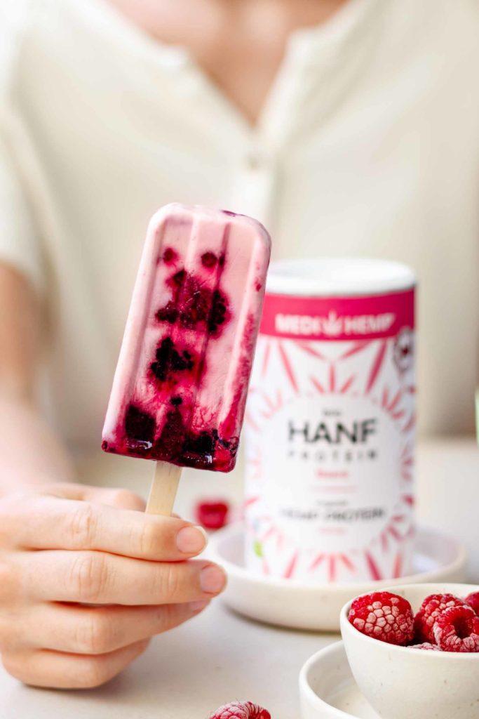 gesunde Beeren Popsicles mit Hanf selber machen, einfaches Rezept, Vickys Healthy Dreams