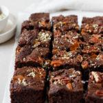 Extrem saftige Brownies mit gesalzenem Karamell und Nüssen, Vickys Healthy Dreams