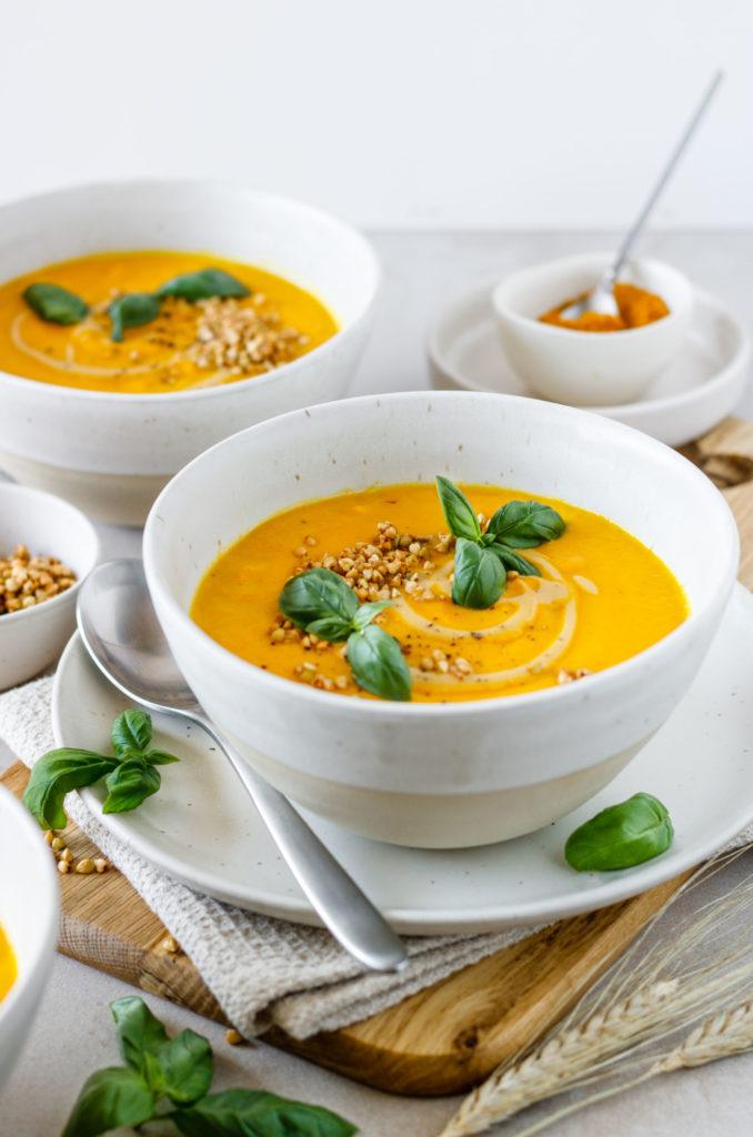 Besonders cremiges Suppenrezept für den Herbst mit Karotten-Kokos und besonders köstlicher Cashewcreme, vegan, Vickys Healthy Dreams