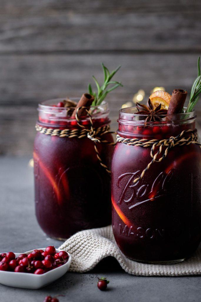 Gesundes Beerenpunsch Rezept mit und ohne Alkohol, gesüßt mit Honig, Vickys Healthy Dreams